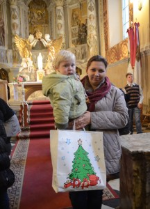Polskie dziecko obdarowane na św. Mikołaja